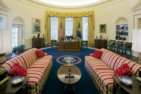 The Clinton Oval Office, c. 1996. White House Museum photo.